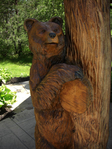 Grizzly Bear Chainsaw Carving